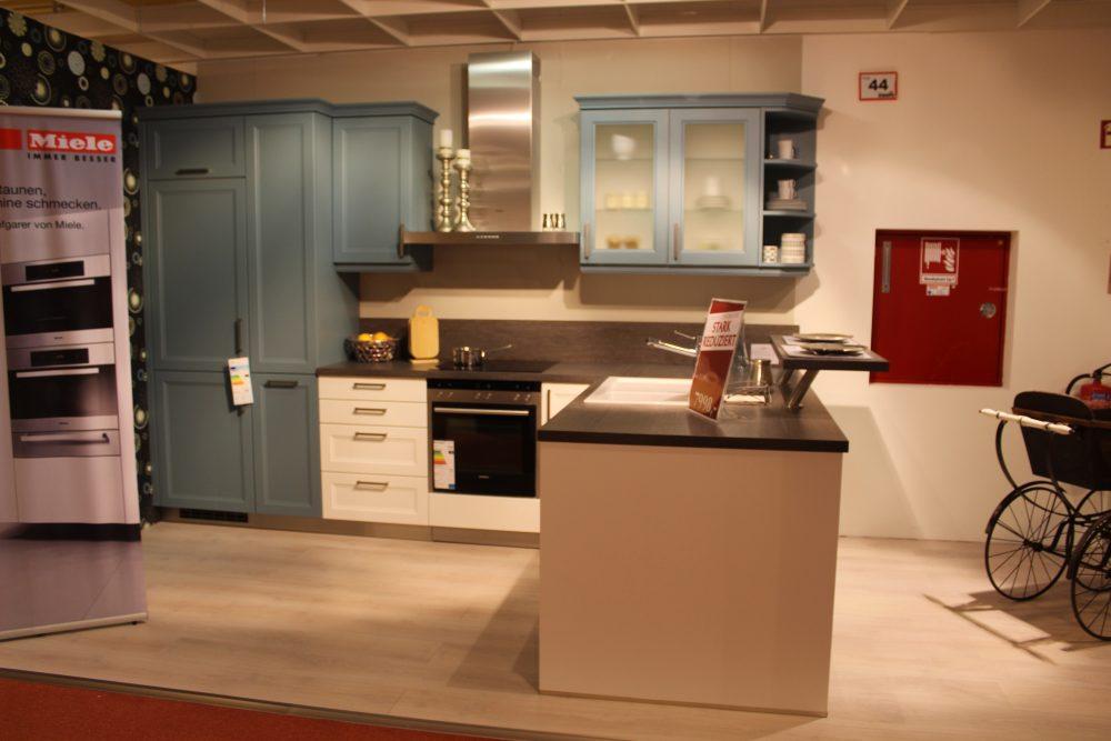 Möbel eilers apen abverkauf küchen einbauküche einbauküche ausstellungsstück front weiß blaugrau