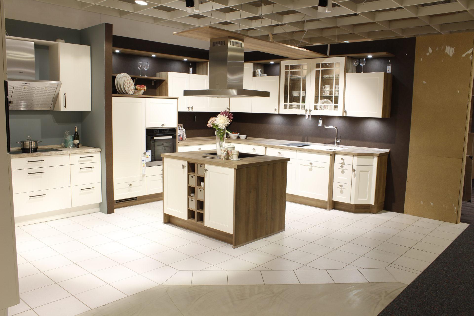 Möbel Eilers Apen, Räume, Küche, Ausstellungsküche ...